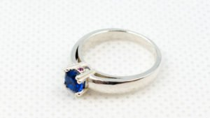 Drukowany 3D pierścionek po pracach wykończeniowych - srebro.