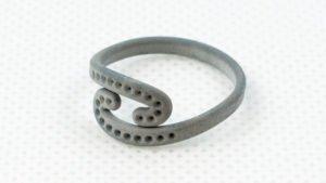 Woskowy pierścionek 3D wykonany w technologii DODJET
